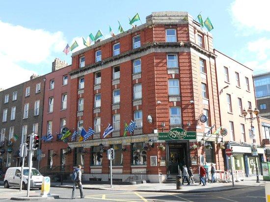 O'Sheas Hotel: Fachada