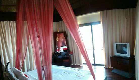 The Briza Beach Resort: our room