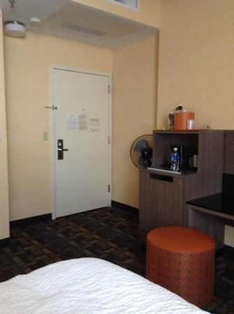 Fairfield Inn & Suites Milwaukee Downtown: king room