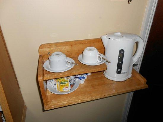 O'Sheas Hotel: Te y café