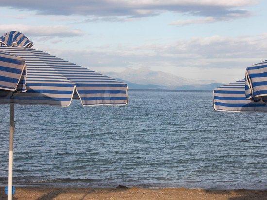 Golden Coast Hotel & Bungalows: Côté mer