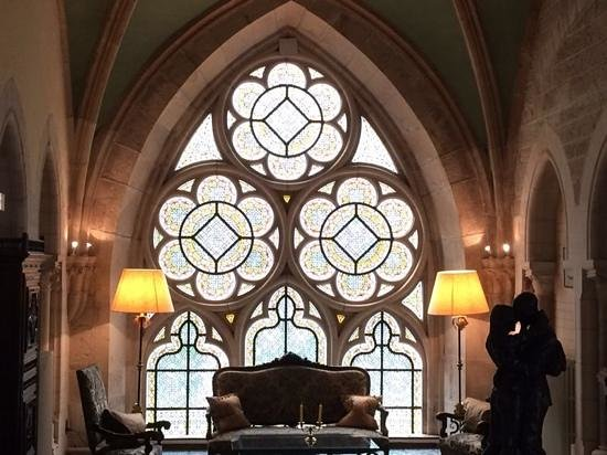 Abbaye de la Bussiere : majestic grounds