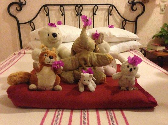Hotel Hacienda Uxmal Plantation & Museum: La chambre décorée chaque jour