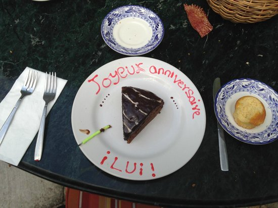 Hotel Hacienda Uxmal Plantation & Museum: Une assiette spéciale pour l'anniversaire