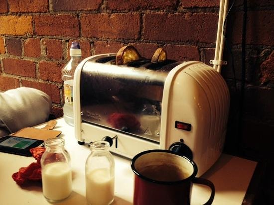 Baltic Bakehouse: Toast at the table - what a fab idea!