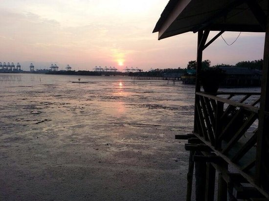 Yeo's Seafood Restaurant: Despite the low ride, the view is still lovely.