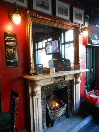 O'Sheas Hotel: Pub