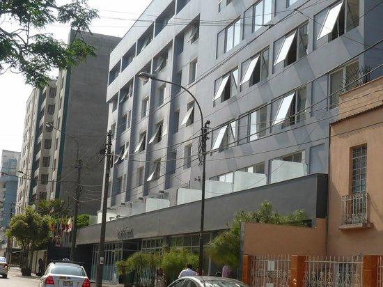 San Agustin Exclusive: Fachada Diurna desde la Avenida José Larco