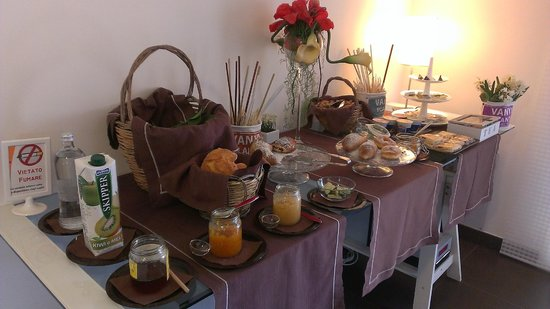 A Mo Casa B&B: fantastic buffet breakfast