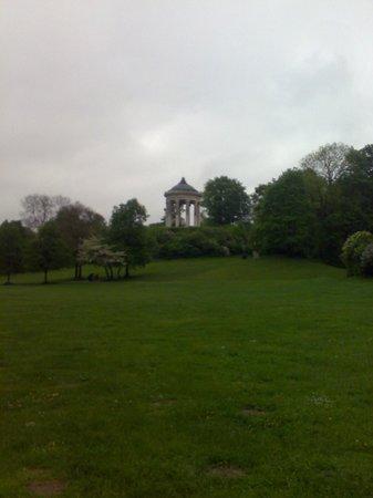 Jardín inglés: Monopteros at English Garden