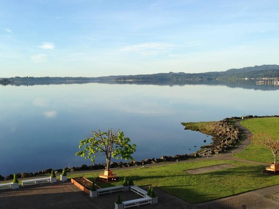 Best Western Plus Silverdale Beach Hotel: Coffee on the balcony with beautiful Dyes Inlet