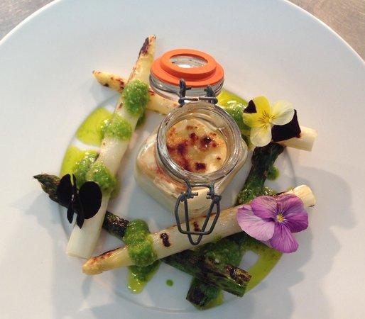 The Pilot Inn: Asparagus & cheddar brûlée