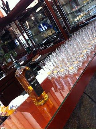 Movenpick Hotel Bahrain: Irish coffee ready to serve