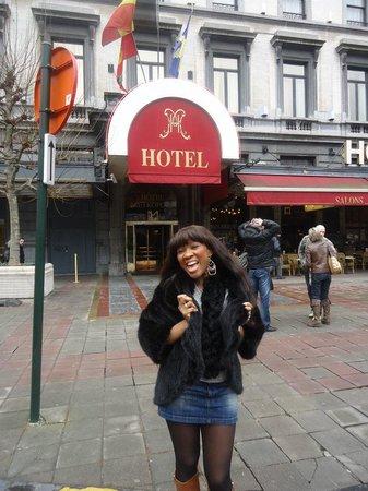Hotel Metropole : Devant l'hotel