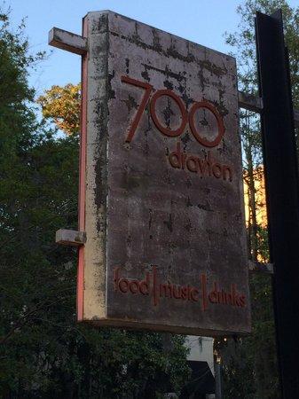 700 Drayton Restaurant : Sign in front of the restaurant.