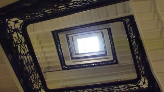 Best Western Karl Johan Hotell: The central staircase