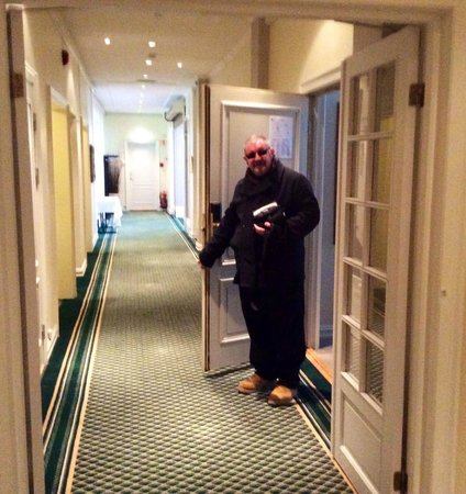 Best Western Karl Johan Hotell: Corridor with our room door