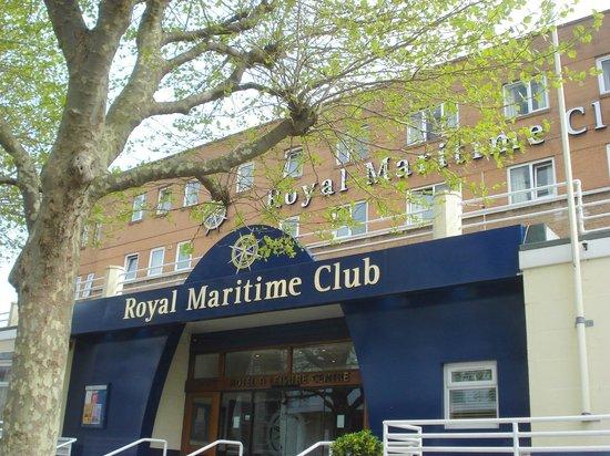 Royal Maritime Club: the entrance