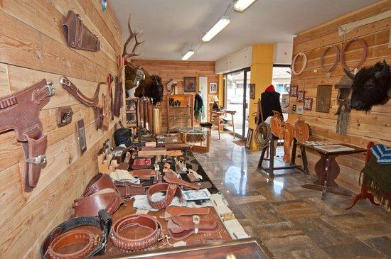 Bardonecchia, Italy: scorcio della bottega