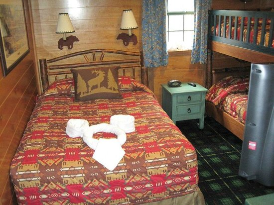 The Campsites at Disney's Fort Wilderness Resort: The bedroom with a double and bunk beds beside for the kids