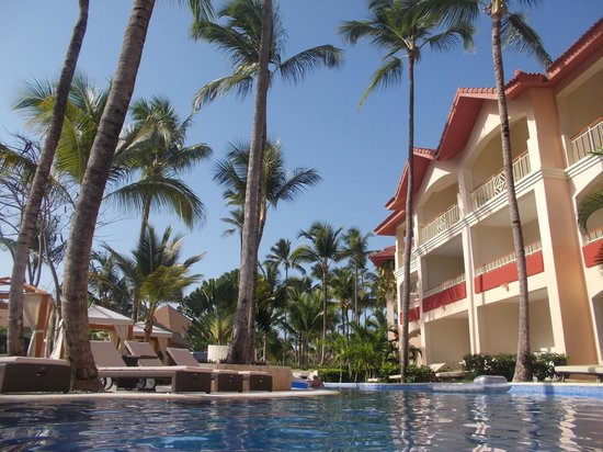 Majestic Colonial Punta Cana : View from the swim-up pool