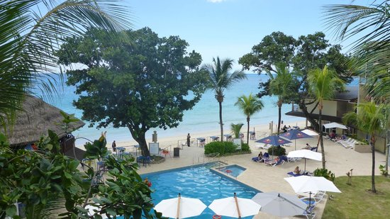 Coral Strand Smart Choice Hotel Seychelles: Great view from our room on the 4th floor!