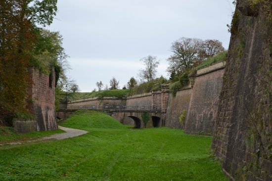 Neuf-Brisach, France: Les Fortifications