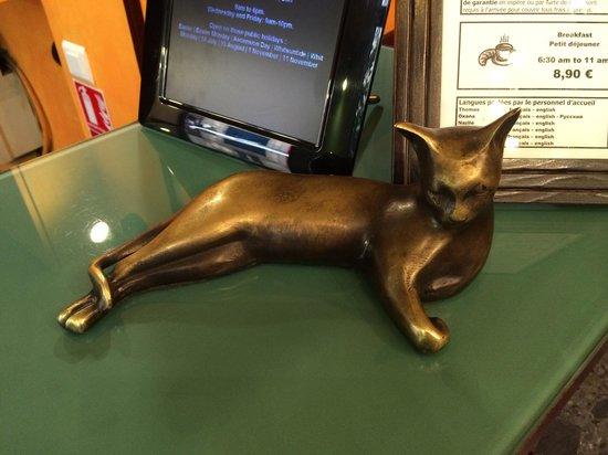 Hotel Monte Carlo: на reception есть кошка то же