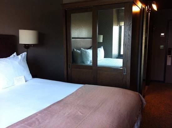 Soho Grand Hotel: Classic wardrobe.