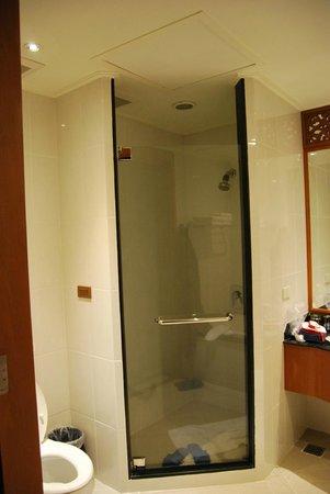 The Imperial River House Resort: doccia spaziosa...