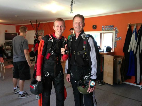 """Okanagan Skydive: My """"solo"""" checkout jump with Sander"""