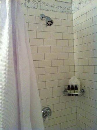 Soho Grand Hotel: Shower abd lovely bathroom amenities.