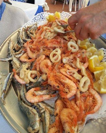 Lo Scoglio Ubriaco: Fritto misto (gamberi, calamari e sarde)