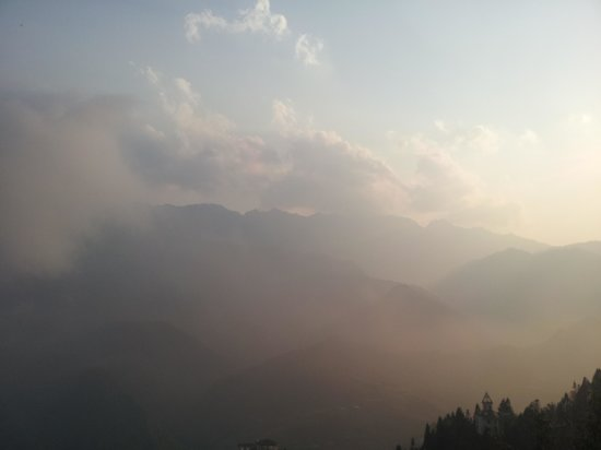 Grand View Sapa Hotel: beautiful view from roof terrace