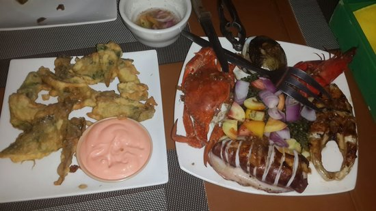 Kawayanan Grill Station: Fried calamares and seafood platter