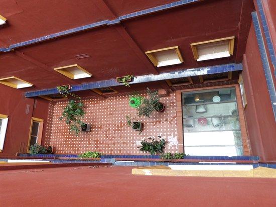 ILUNION Puerta de Triana : Blick in den Innenhof