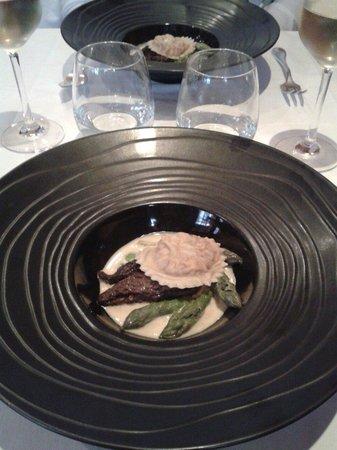 Le Cafe des Arts : Raviole de homard asperges et morilles en entrée
