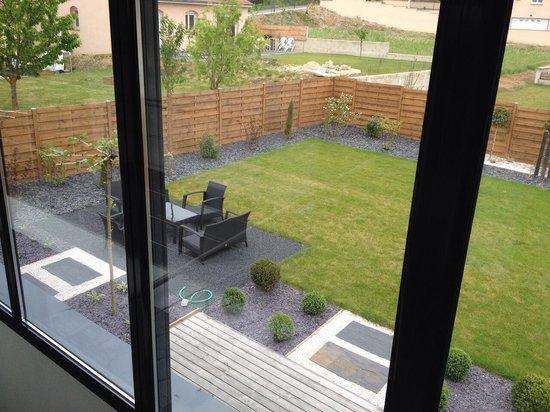 Joli jardin - Picture of Aux Chambres d\'a Cote, Courcelles-Sapicourt ...