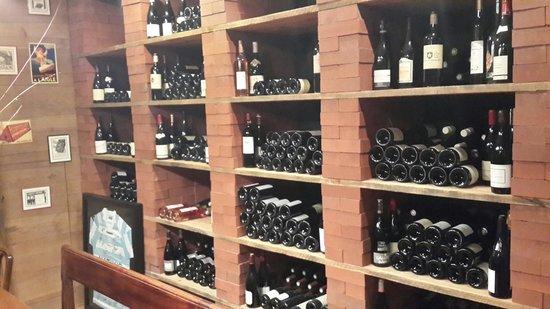 LES PAPILLES : Винотека