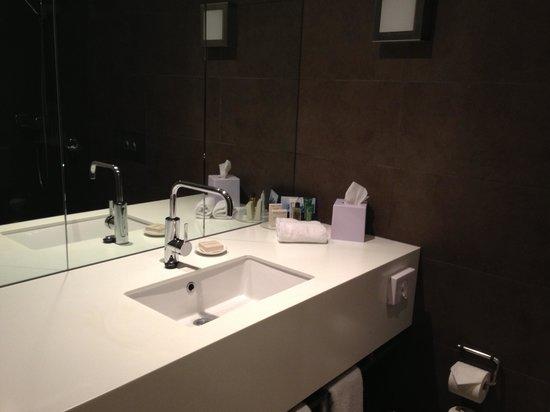 Hilton Adelaide: bathroom