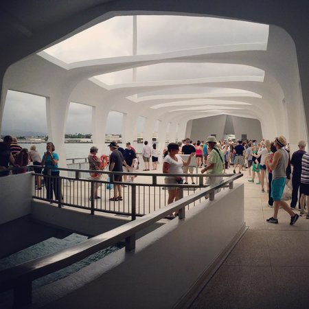 Discover Hawaii Tours: Pearl Harbor memorial