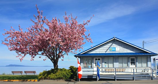‪Qualicum Beach Visitor Information Centre‬