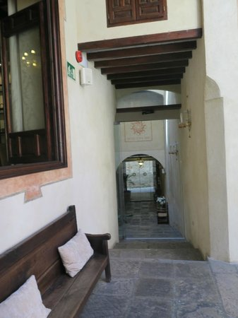 Hotel Casa 1800 Granada: front entrance from the courtyard