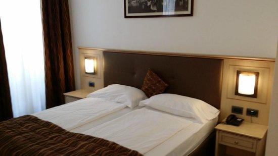 Hotel Portici: Zimmer
