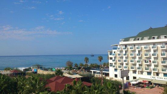 Royal Garden Select & Suite: unsere Sicht vom Balkon zum Meer!!!