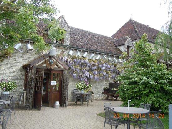 Auberge La Beursaudiere: Extérieur du restaurant