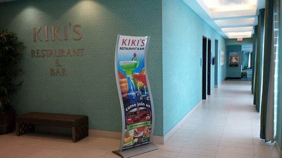 Crowne Plaza Fort Lauderdale Airport / Cruise Port: Kikis restaurant on floor 5. Right outside the pool area.