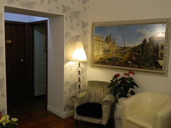 Locanda Navona: холл отеля