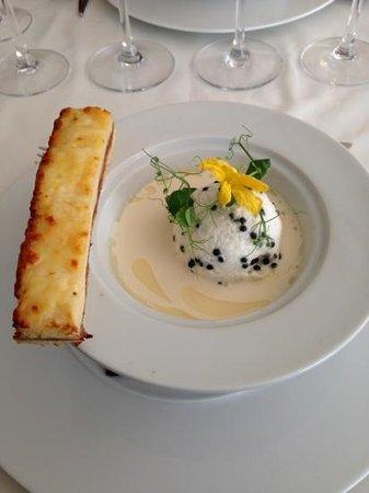 velout d 39 asperges le flottante au caviar de hareng croque monsieur au jambon du pays photo. Black Bedroom Furniture Sets. Home Design Ideas