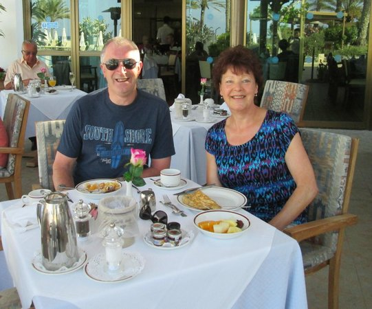 Constantinou Bros Athena Beach Hotel : Breakfast in the Zephyr Restuarant